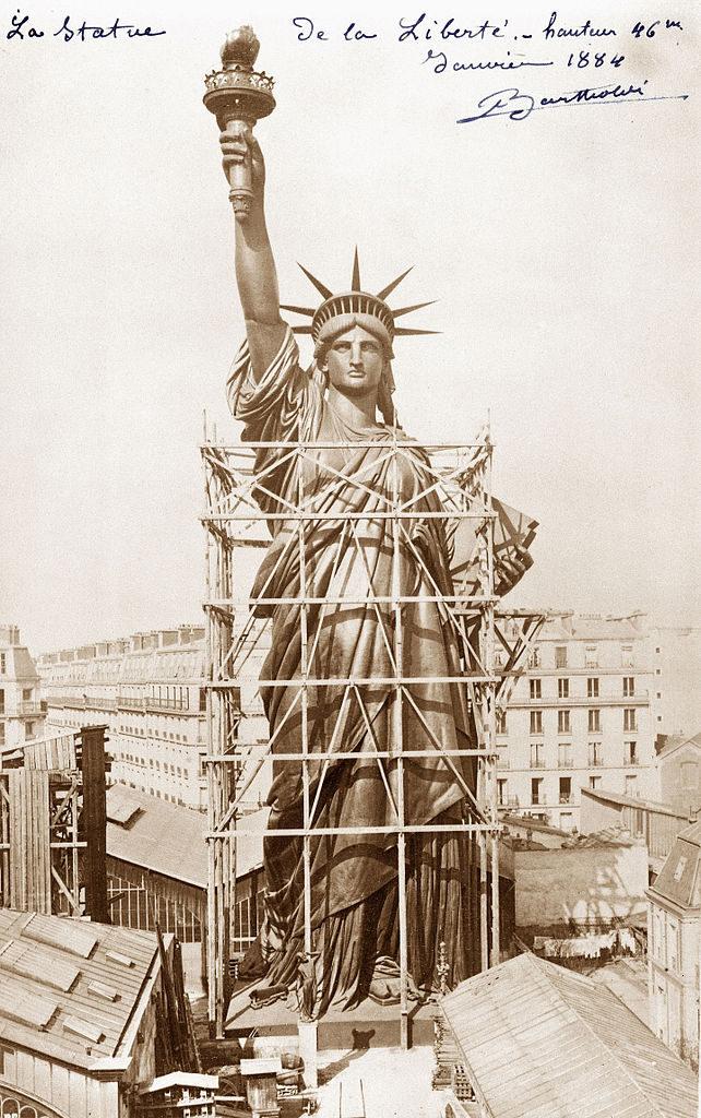 statue_de_la_liberte_en_construction